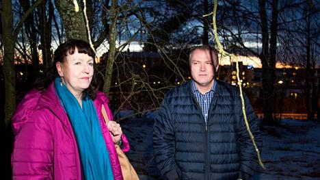 Entiset puolueaktiivit, järvenpääläiset kaupunginvaltuutetut Jaana Siukola ja Jarkko Wallenius eivät enää tunnista perussuomalaisia siksi puolueeksi, johon aikoinaan tulivat.