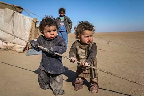 Kotinsa jättämään joutuneet syyrialaislapset kuvattiin väliaikaisessa majapaikassaan viime vuoden tammikuussa.