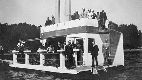 Kelluva saunalautta Laajalahdella vuonna 1934.