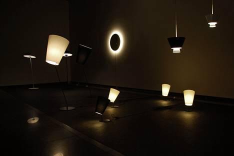 Jukka Korpiheteen valaisimia Tokion näyttelyssä.