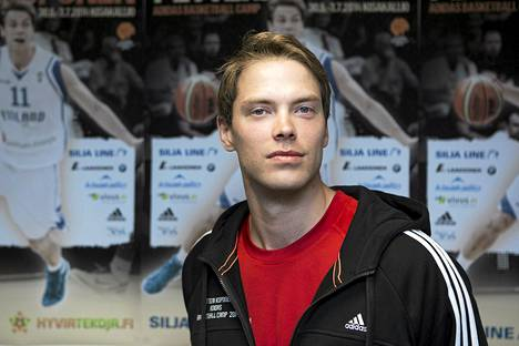 Suomen koripallomaajoukkueen pelintekijä Petteri Koponen teki 16 pistettä, kun Saksa voitti Suomen lukemin 74-67 (37-39) Leipzigissä.