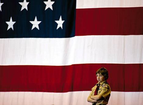 Nuori kannattaja odottaa Yhdysvaltain presidentti Barack Obamaa saapuvaksi demokraattien järjestämään kongressivaalitapahtumaan Milwaukeessa Wisconsinissa tiistaina. Presidentti Obama piti puheen North Devision High Schoolissa järjestettävässä tapahtumassa. Yhdysvaltain kongressivaalit järjestetään 4. marraskuuta.
