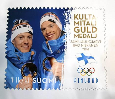 Sotshin olympialaisten parisprintin olympiavoittajat Iivo Niskanen ja Sami Jauhojärvi ikuistettiin postimerkkiin. Kaksikko voitti Suomen ensimmäisen talviolympialaisten kultamitalin 12 vuoteen.