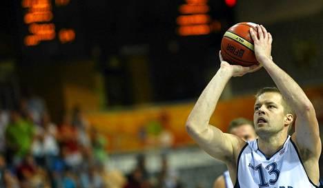Hanno Möttölän vapaaheitot pelastivat Suomen jatkoajalle Venäjää vastaan EM-koripallossa. Suomi voitti lopulta kamppailun.