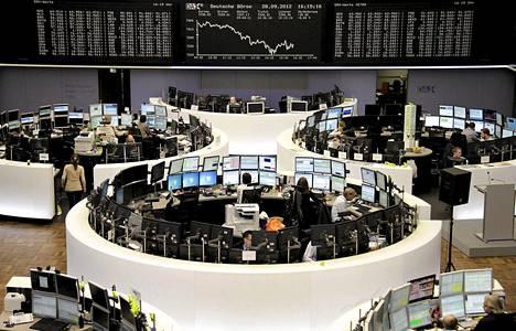 Rahoitusmarkkinavero kohdistuisi osakkeilla, johdannaisilla ja joukkovelkakirjoilla käytävään kauppaan. Kuva Frankfurtin pörssistä.