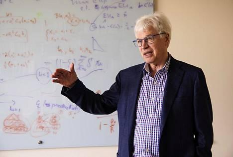 Suomenruotsalainen Bengt Holmström on hoitanut Massachusetts Institute of Technologyn taloustieteen professuuria vuodesta 1994.