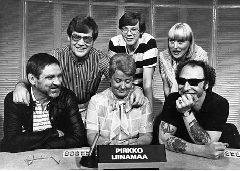 Levyraatilaisia kesällä 1987: Jukka Virtanen, Klaus Järvinen, Pirkko Liinamaa, Pekka Kyrö, Harriet Weslander ja Remu Aaltonen.