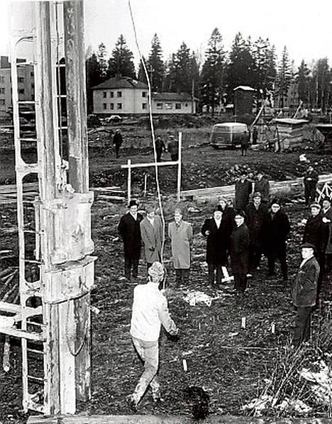 Helsingin maalaiskunnan ensimmäinen kansalaiskoulutalo nousee Tikkurilan Keskuspuistoon. Vuodenvaihteessa aloitettiin rakennuksen paalutustyöt ja koulun pitäisi valmistua ensi syksyyn mennessä.
