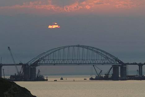 Kertšinsalmen ylittävä silta yhdistää Krimin niemimaan Venäjään.