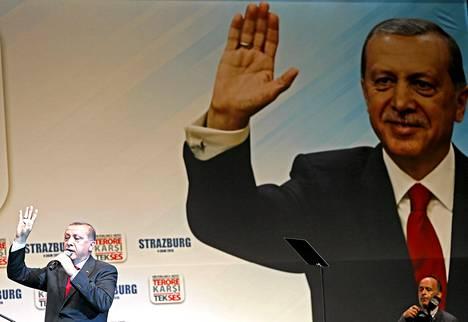 Turkin presidentti Recep Tayyip Erdogan piti vaalipuheen Strasbourgissa sunnuntaina.