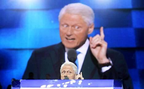 Hillary Clinton on todellinen uhka republikaaneille, koska hän saisi asioita aikaan, sanoi entinen presidentti Bill Clinton puoluekokouksessa pitämässään puheessa.
