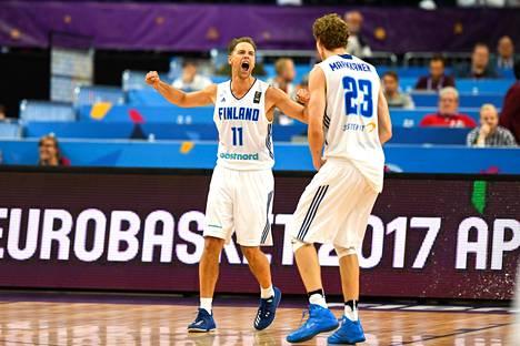 Petteri Koponen ja Lauri Markkanen olivat Suomen parhaat pelaajat EM-turnauksessa.