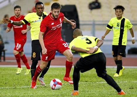 Adam Lallana peippaili vastustajiaan Liverpoolin kiertueella Malesiassa.