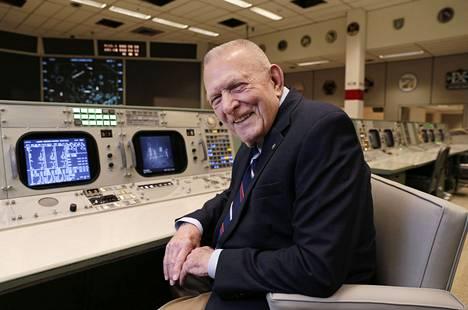 Eläkeläinen Gene Kranz, 86, avasi kesäkuun lopulla 2019 täysin entisöidyn Houstonin lennonjohdon suurelle yleisölle.
