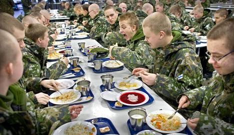 Suomen puolustusvoimissa aletaan tarjota viikossa kaksi kasvisateriaa.