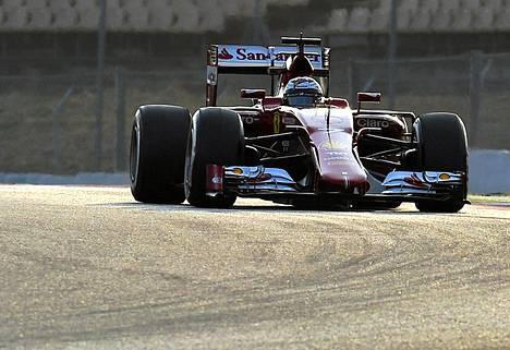 Kimi Räikkönen jatkaa Ferrarin uuden F15-T-auton testaamista tänään Barcelonassa.