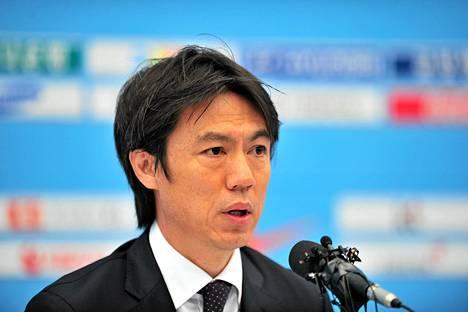 Valmentaja Hong Myung-Bo ei odota liikoja MM-turnauksesta.