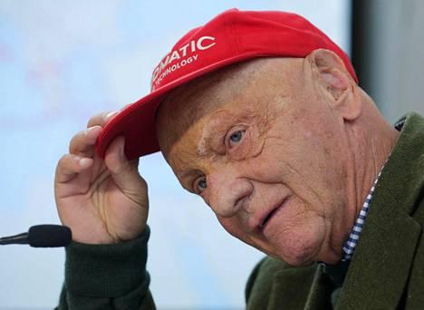 Niki Lauda vaivutettiin koomaan leikkauksen jälkeen.