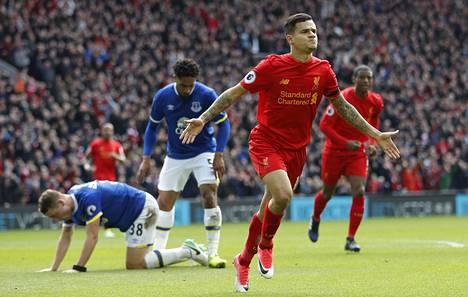 Liverpoolin Philippe Coutinho juhli 2–1-johtomaaliaan Evertonia vastaan Merseysiden paikallisottelussa.
