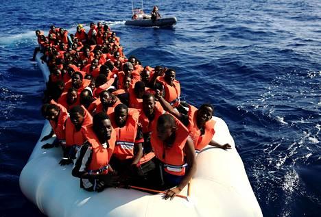 Joukko eri Afrikan maista kotoisin olevia pakolaisia pelastettiin Välimereltä, Libyan rannikon edustalta viime syyskuussa.