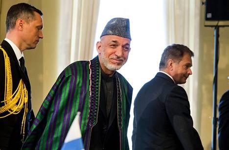 Afganistanin presidentti Hamid Karzai (kesk.) vieraili maanantaina ensimmäistä kertaa Suomessa presidentti Sauli Niinistön (oik.) vieraana.