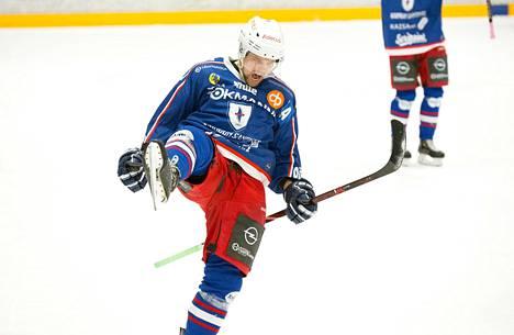 Risto Mattila jatkaa jääkiekon Mestiksessä pelaavassa Kajaanin Hokissa myös ensi kaudella. Hokki julkisti Mattilan jatkosopimuksen poikkeuksellisella tavalla videomuodossa Mattilan pojan tarinan kautta.