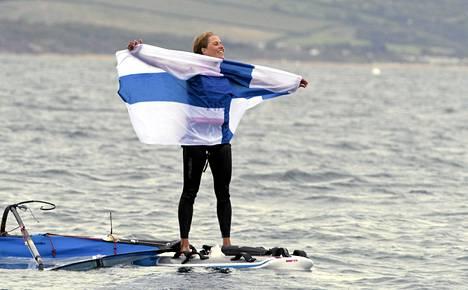 Tuuli Petäjä-Sirén juhli olympiahopeaa Lontoossa elokuussa.