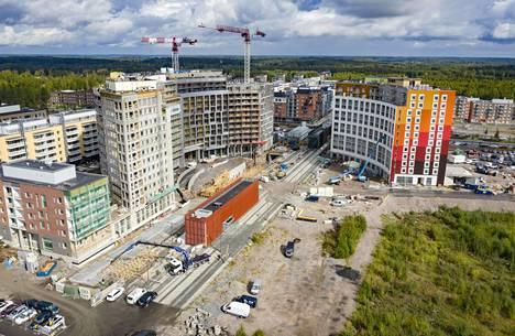 Kehäradan Kivistön asemaan suunniteltu kauppakeskusta jo vuosia. Viime vuonna aseman viereen nousi lisää asuntoja.