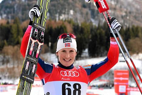 Marit Björgenillä on ollut Tour de Skillä syytä hymyyn. Kahden päivän jälkeen kasassa on kaksi ylivoimaista voittoa.