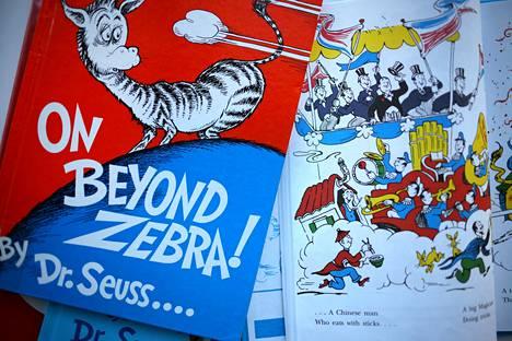 """Dr. Seussin """"On Beyond Zebra"""" ja """"And to Think That I Saw it on Mulberry Street"""" ovat kuuden sensuroidun kirjan joukossa. Niitä ei enää paineta rasistiseksi tulkitun kuvaston vuoksi."""