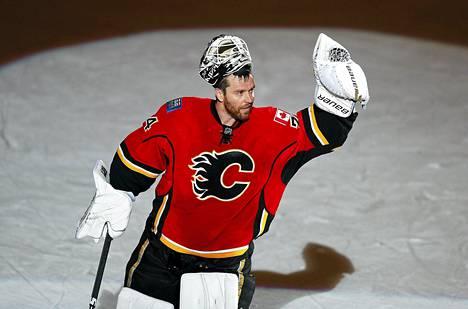 Miikka Kiprusoff tervehti kotiyleisöään mahdollisesti viimeisessä ottelussaan Calgaryssa.