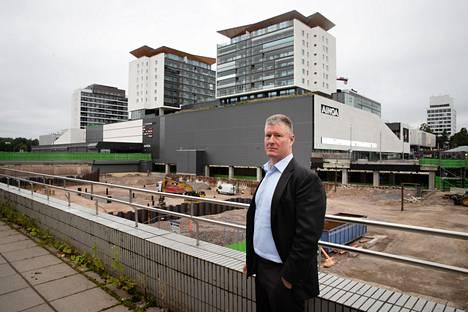 Jere Hanttu omistaa sijoitusyhtiö Jealhan, joka rakennuttaa Tapiolaan kerrostaloja. Hanttu kuvattiin Tapiolan Feenixin työmaalla syksyllä 2020.