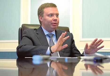 """Rosatomin ensimmäisen varapääjohtajan Kirill Komarovin mukaan aurinkoenergiayhtiö Migrit Solarna Energijan tulo mukaan Fennovoimaan on hieno asia. """"Sehän osoittaa, kuinka ydinvoima ja uusiutuvat energianlähteet itse asiassa täydentävät toisiaan."""""""