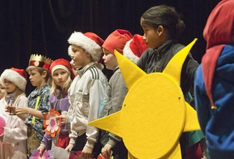 Koulun joulujuhlaa harjoiteltiin Helsingissä joulukuussa 2011.