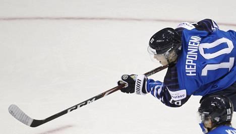 Aleksi Heponiemi teki Suomen tasoituksen aivan ottelun lopussa Kanadaa vastaan.