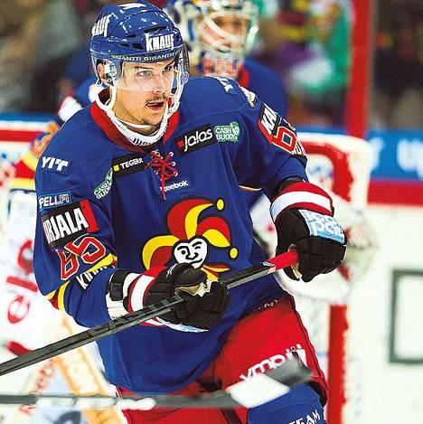 Puolustaja Erik Karlsson teki Jokereille 30 ottelussa tehot 9+25=34.