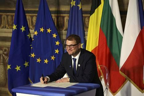 Pääministeri Juha Sipilä (kesk) allekirjoitti Rooman julistuksen lauantaina 25. maaliskuuta Rooman sopimuksen 60-vuotispäivänä.