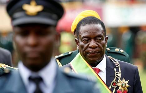 Emmerson Mnangagwa nimitettiin väliaikaiseksi presidentiksi Hareren stadionilla järjestetyssä tilaisuudessa 24. marraskuuta.