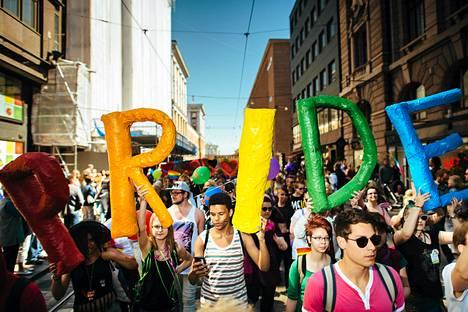 Viime vuoden Helsinki Pride -kulkue.