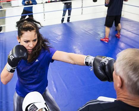 Eva Wahlström on intohimoinen harjoittelija, joka panee valmentajansa Risto Merosen lujille. Kuva kaksikosta on viime marraskuulta.