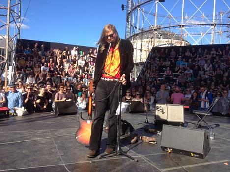 Jukka Nousiainen ja Foxygen Flow-festivaaleilla.