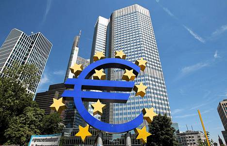 Eurologo Euroopan keskuspankin pääkonttorin edustalla Frankfurtissa.