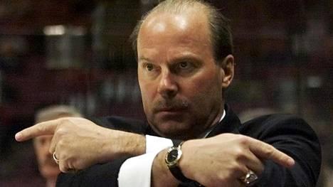 Mike Keenan kuvattuna vuonna 2001, jolloin hän oli Florida Panthersin valmentaja.