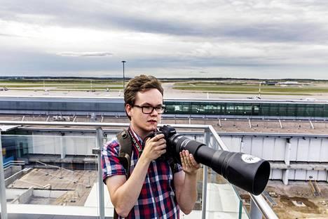 Ilari Lehtinen innostui lentokoneiden kuvaamisesta Helsinki-Vantaalla.