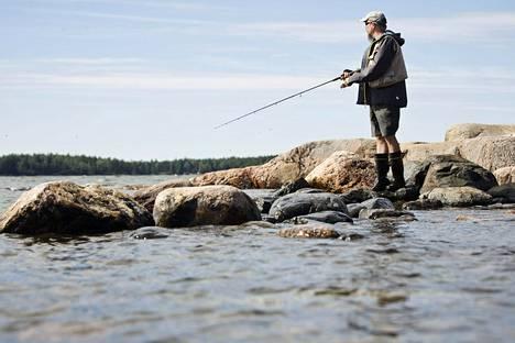 Vapaa-ajankalastuksen maksujen maksaminen kasvatti tänä vuonna suosiotaan.