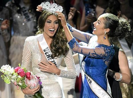 Miss Venezuela Gabriela Isler, 25, sai universumin kauneimman naisen tittelin Moskovassa lauantaina.