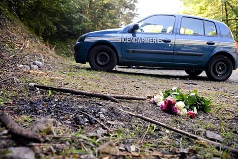Joukkomurhan tapahtumapaikalle tuotiin ruusuja viime vuoden syyskuussa.