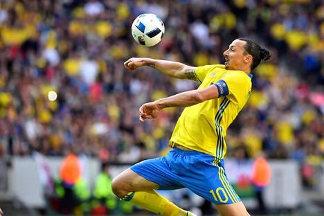 Zlatan Ibrahimovic on Ruotsin tärkein pelaaja Ranskan EM-kisoissa.