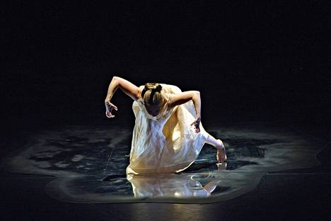 Anna Palmion soolotanssiteos Eilisen jälkeen Aleksanterin Teatterissa 2008.