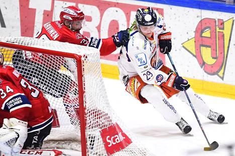 Patrik Laineen syntymäpäiväjuhlista tuli pannukakku Helsingin jäähallissa, kun HIFK murskasi Tapparan maalein 6–0.